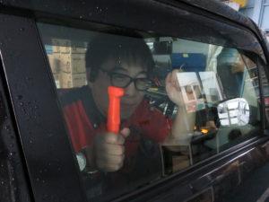 「日永店」緊急!緊急!車から脱出せよ!!…写真